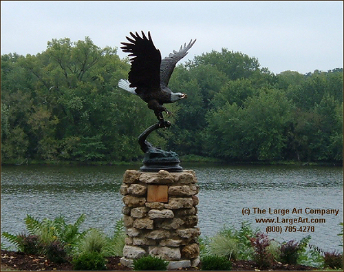 Eagle sculpture park or veterans monument
